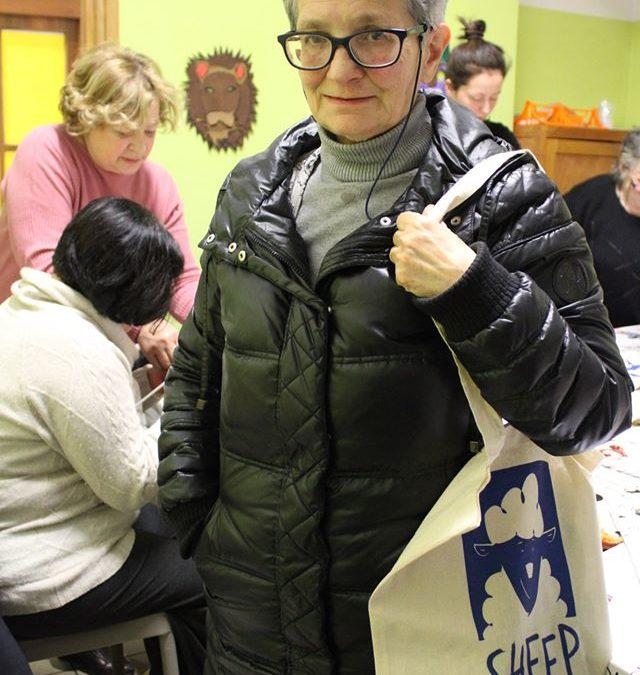 Vedete la borsa che Manuela tiene a tracolla?